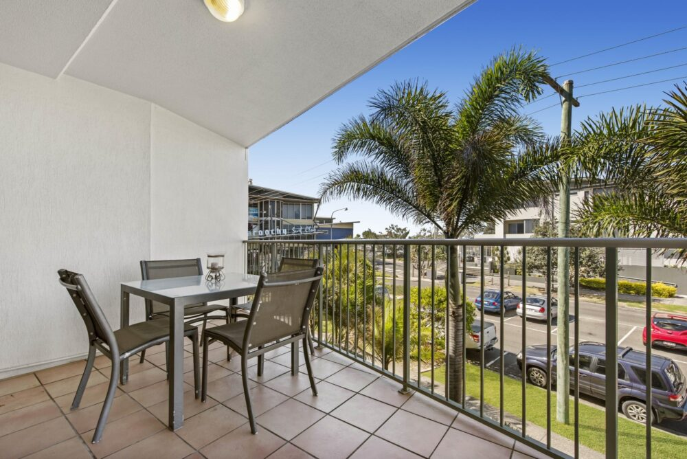 Surf-comber-unit-4-Maroochydore-Cotton-Tree (2)